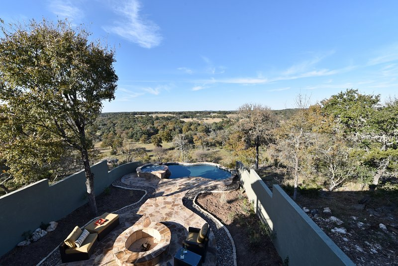 Relax and Enjoy the Views of the Hill Country High Above the Guadalupe River, casa vacanza a Spring Branch