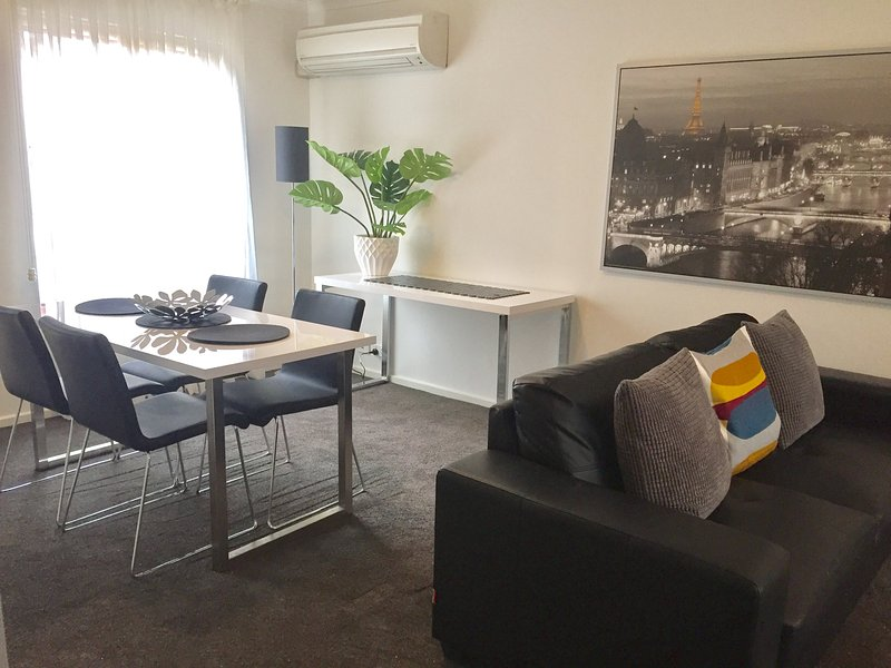 2 BR 1 BA Apartment - Archer Street, North Adelaide, holiday rental in Greater Adelaide