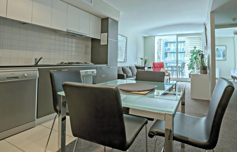 2 BR 1 BA  Deluxe Apartment - North Tce, Adelaide City, holiday rental in Greater Adelaide