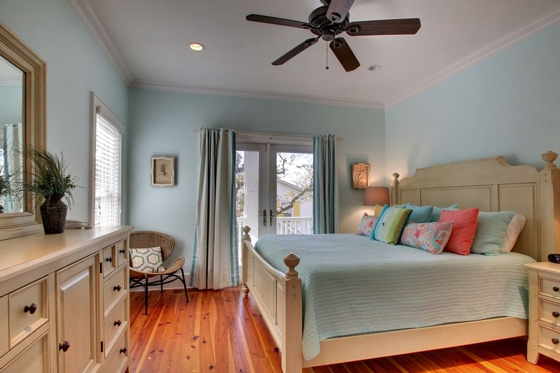 Guest Bedroom 2, Spacious King Bed!