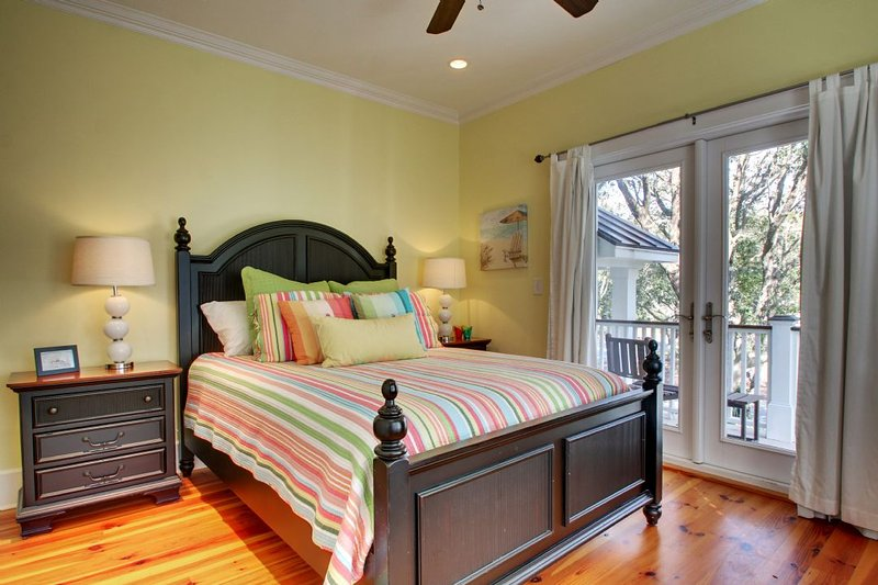 Comfortable Queen Bed, Guest Bedroom 3