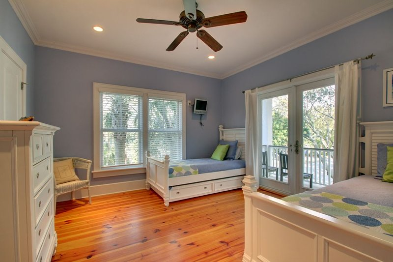 Twin Bedroom, Great for Kids!
