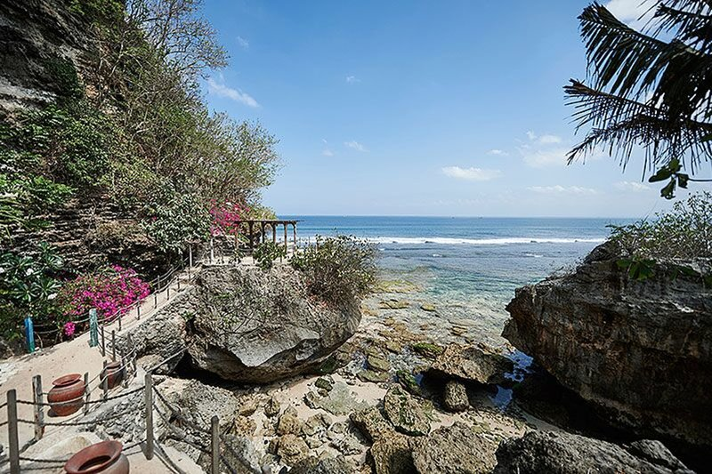 The Impossible House: a cliff house right in front of the famous surf break, location de vacances à Pecatu