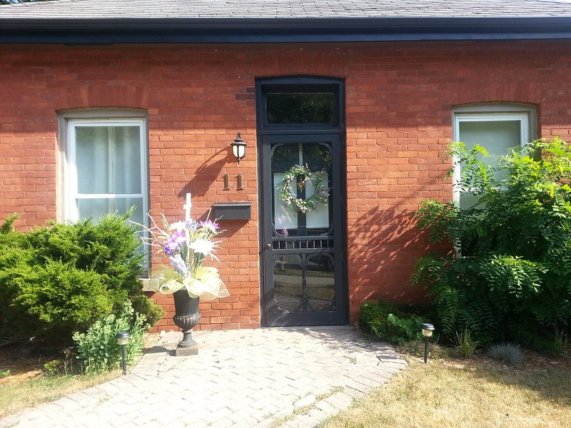 Old Town Dundas Cottage, holiday rental in Ancaster