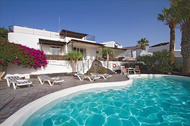 Cancilla with Hot Tub & Pool Table, vacation rental in Puerto Del Carmen