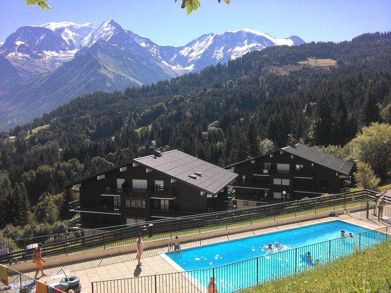 Appartement Saint-Gervais face Mont Blanc piscine, tennis et WiFfi, aluguéis de temporada em Saint-Nicolas-de-Veroce