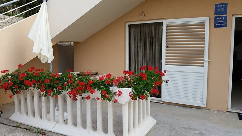 Apartmani Maris A3, holiday rental in Razanj