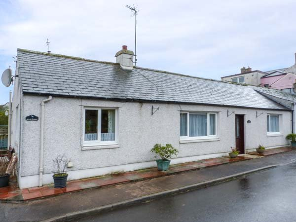 HERON COTTAGE, semi-detached, pet-friendly, garden, WiFi, nr Annan Ref 920087, holiday rental in Bowness on Solway