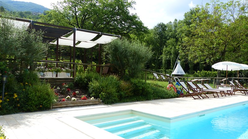 ABELIA-Cerqua Rosara Residence a nice apartment in villa with pool near Assisi, Ferienwohnung in Armenzano