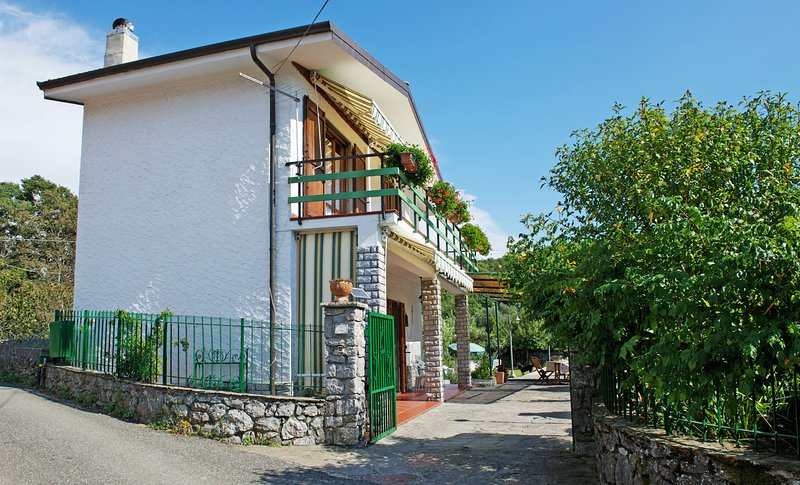 'Cà Mary ' Confortevole villetta indipendente con giardino  e posto auto, location de vacances à Pugliola