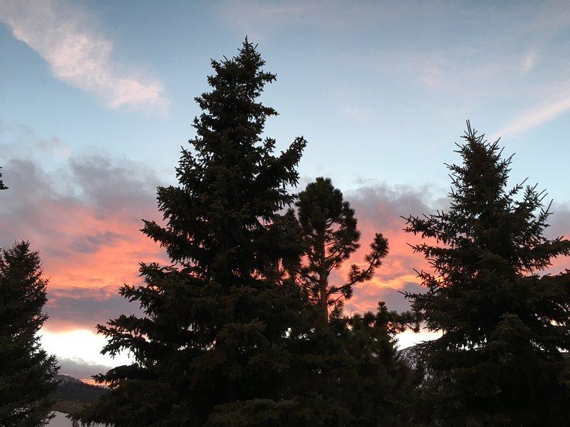 Un autre jour de merveilleux souvenirs vient à une belle fin. (Juste attendre jusqu'à ce que tu vois le ciel nocturne!)
