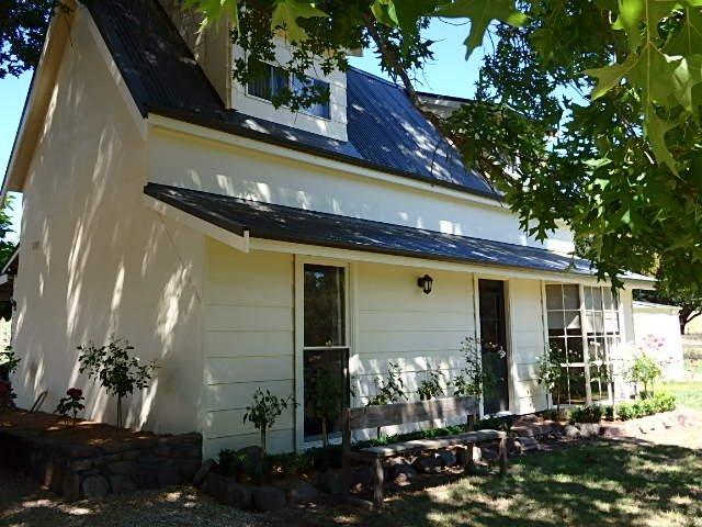 Pin Oak Chapel- French Farm House, vacation rental in Mount Buller