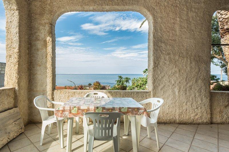 Appartamento con veranda vista mare, holiday rental in Cuglieri