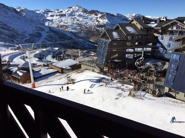 VAL THORENS Appartement 4/5 personnes skis aux pieds, aluguéis de temporada em Val Thorens