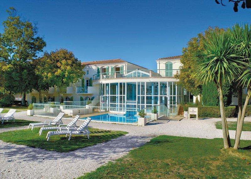 Palais des Gouverneurs studio piscine jardin sauna salle de sport, location de vacances à Saint Martin de Re