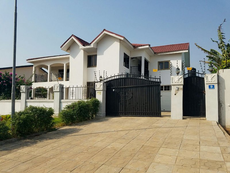 5 BEDROOM HOUSE IN COMMUNITY 20, GREATER ACCRA , TEMA OFF THE SPINTEX ROAD, location de vacances à Greater Accra