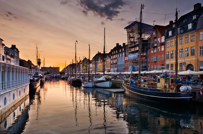 Across our street the famous old 'Nyhavn' harbour of Cph