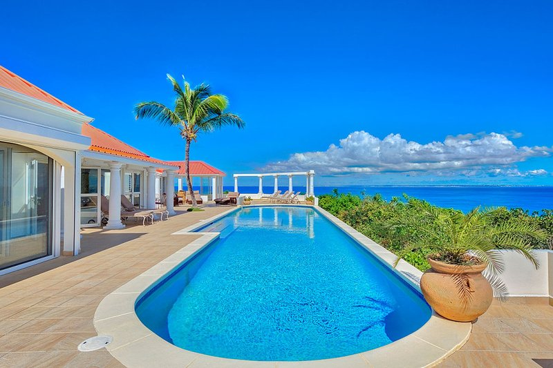 TERRASSE DE MER... Hillside villa, breathtaking view of Baie Rogue Beach., vacation rental in Saint-Martin