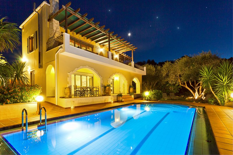 Villa Mistiko Apartment - Near Almyrida beach - GREEK GOVT HEALTH STAMP HOLDER, holiday rental in Almyrida