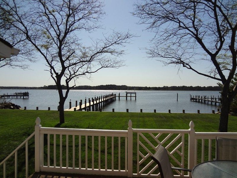 Home with Private Dock on Rehoboth Bay, location de vacances à Rehoboth Beach