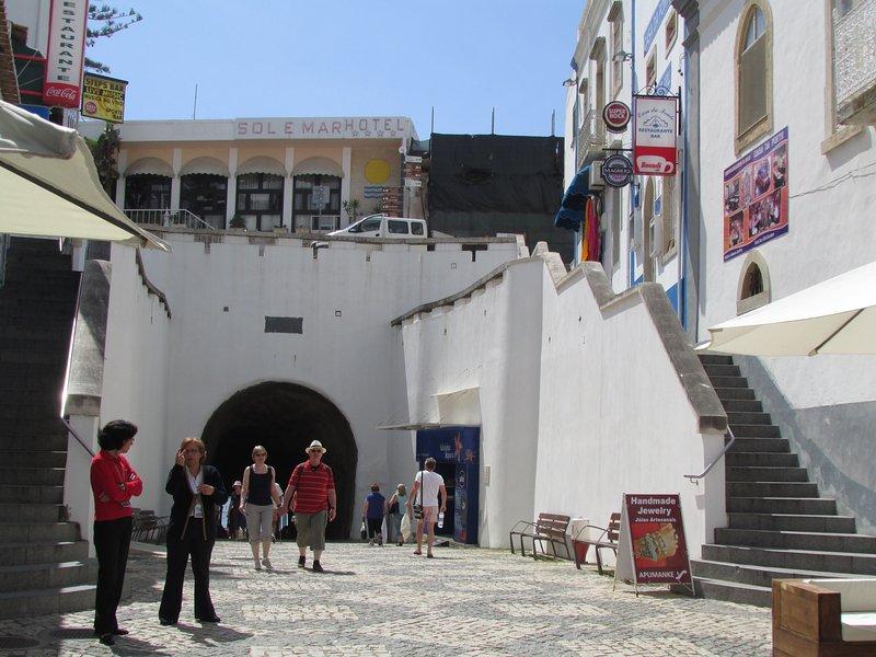 praia do túnel de entrada principal.