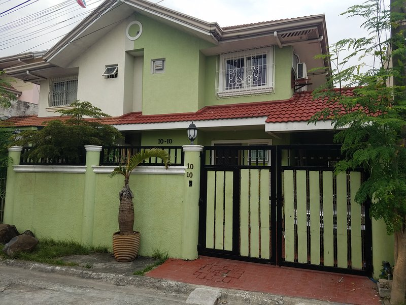 sunpointguesthouse, location de vacances à Las Pinas