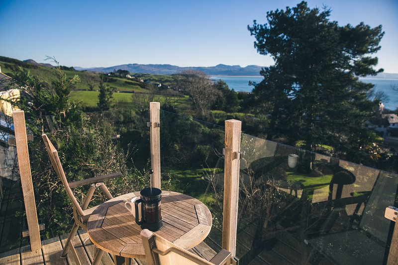 Luxury Cottage in Criccieth with stunning sea views, close to town centre, location de vacances à Criccieth