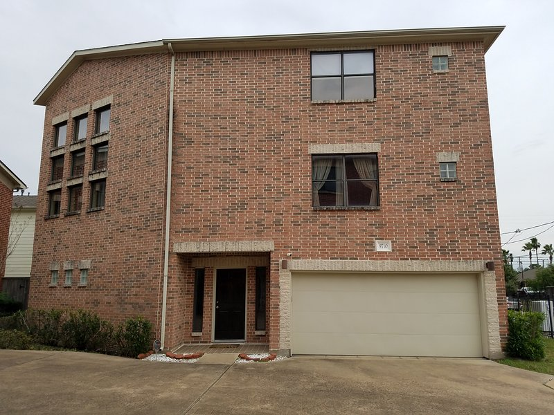 Super Bowl -3 Bedroom Home 4 mins from NRG Stadium, location de vacances à Southside Place
