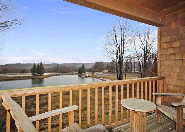 Comfort and beautiful views combine to create GREAT! Come perch at Crows Nest, holiday rental in Canaan Valley