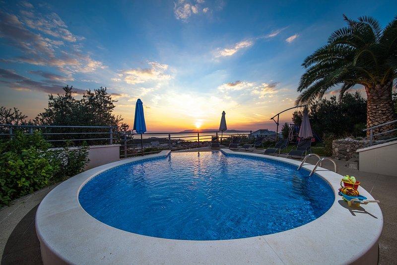 Villa maputm #panoramicview #privatepool #childrenfriendly, holiday rental in Makarska