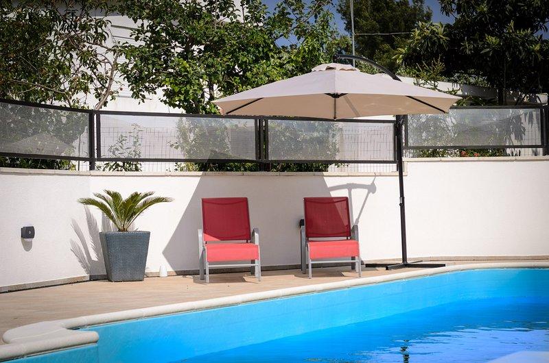 Apartment with a pool, 90 meters nice beach, aluguéis de temporada em Slatine