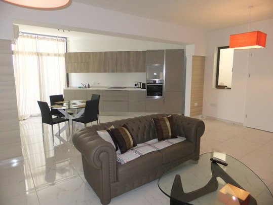 Spacious 2 bedroom Modern Apartment, vakantiewoning in Sliema