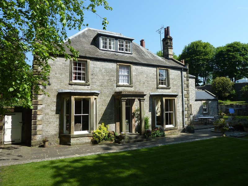 Old Vicarage B&B - School View - Luxury Double With En Suite Shower, vacation rental in Millers Dale