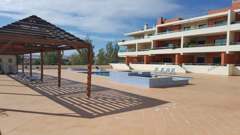 terraza de la piscina.