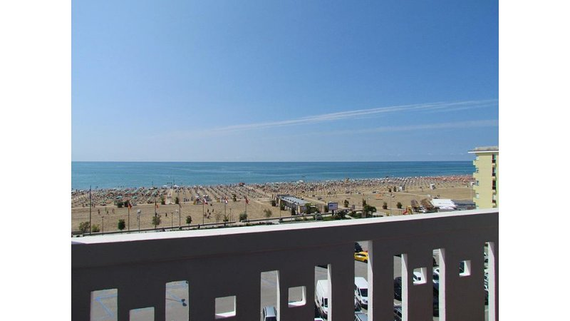 Beachfront Two Bedrooms Apartment - Airco - Parking - Beach Place and Amenities, vacation rental in Bibione