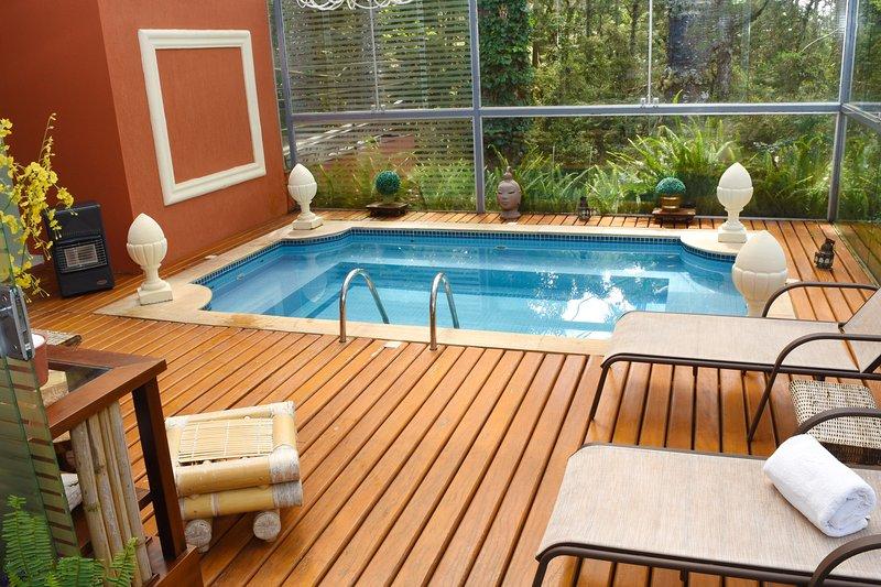 tuinhuisje met verwarmd zwembad met whirlpool en stoombad