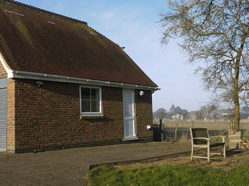 Studio Apartment on the beautiful North Downs, holiday rental in Brabourne