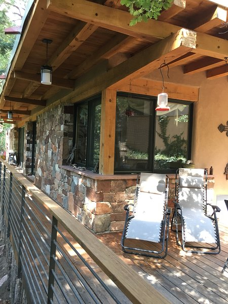 Beautiful Modern Cabin INSIDE Santa Fe Nat. Forest, alquiler vacacional en Espanola