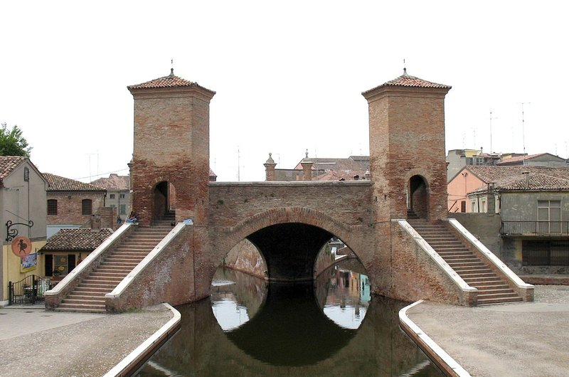 three bridges comacchio