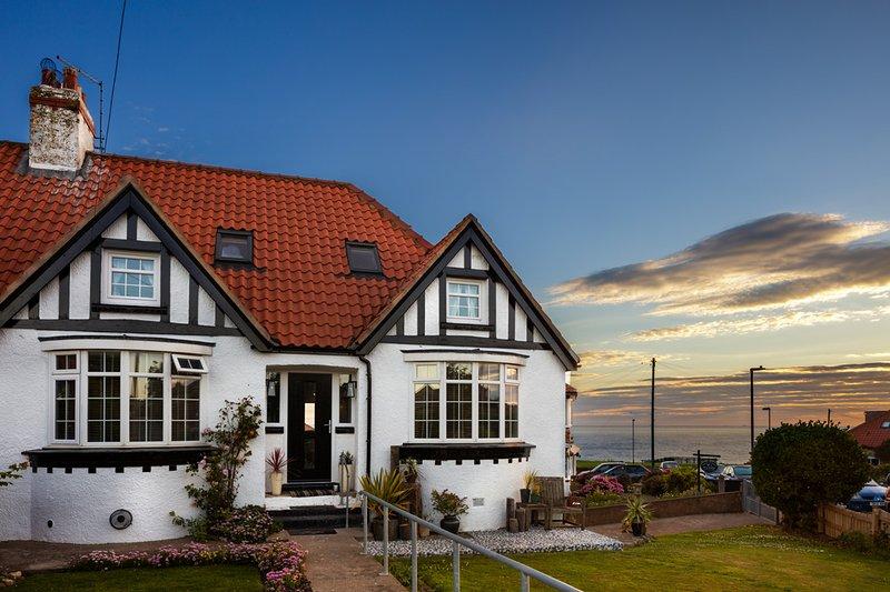 Misty Cottage,. A luxury 5 bedroom cottage with sea views, location de vacances à Scarborough District