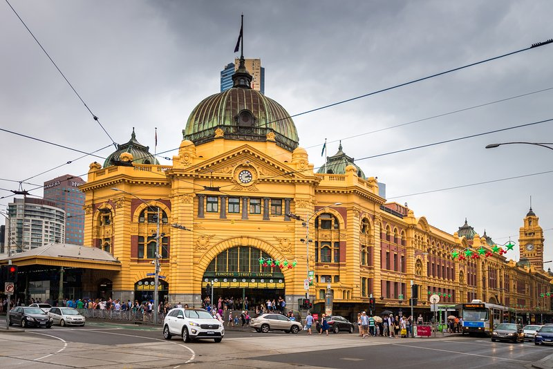 Flinders Street Station (2 min de marche à partir du site)