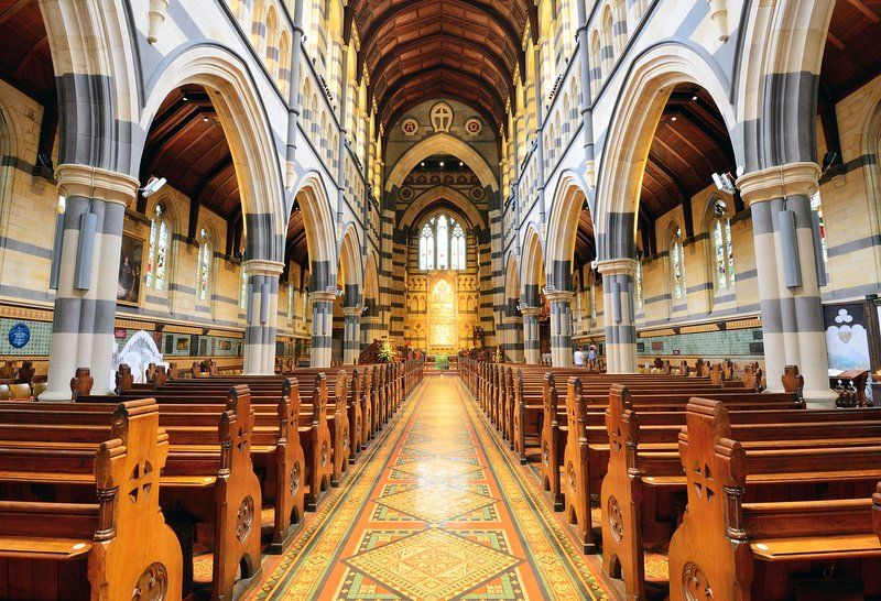 Cathédrale Saint-Paul (2 min de marche à partir du site)