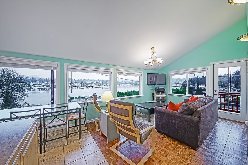 Unbeatable Gig Harbor Bay and Sunset Views - Harbor Fish House, holiday rental in Ruston