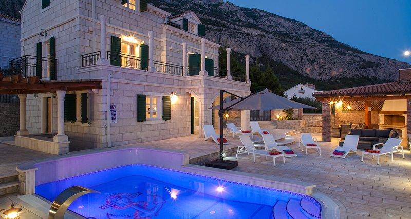 Villa Vikki aquecido à noite, ... Piscina exterior
