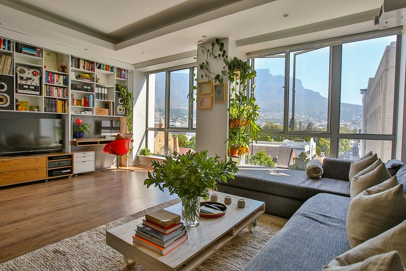 Luxury apartment with spectacular mountain views, alquiler de vacaciones en Cape Town