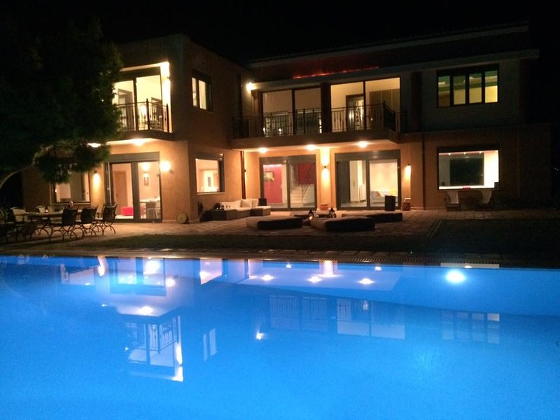 Distefi Hills, Experience Tranquility SOUNIO up 18 guests, casa vacanza a Lavrio