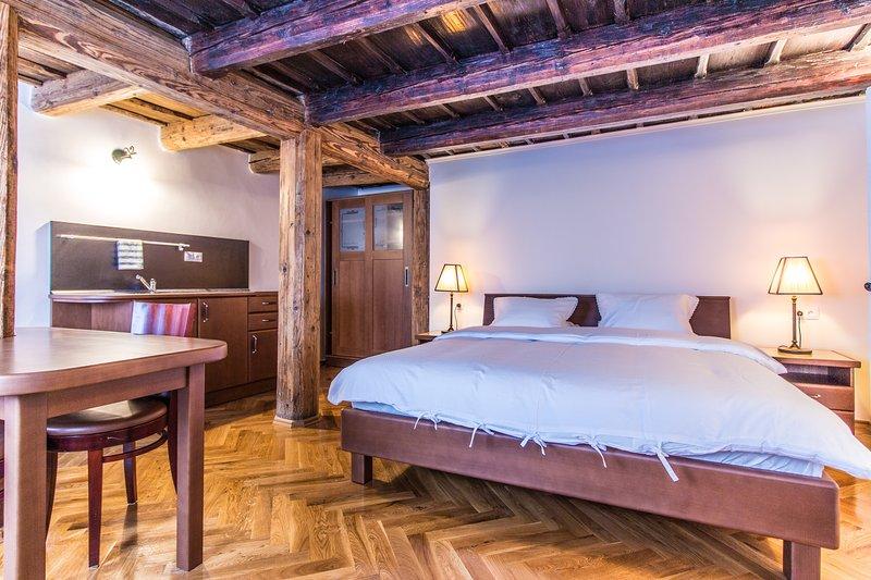 Le travi in legno originali risalgono al 16 ° secolo.