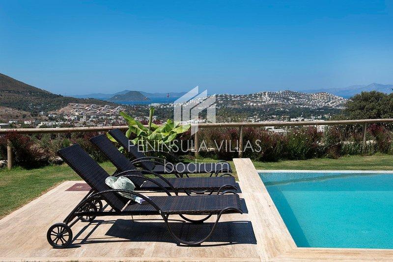 Karakaya Villa Gumusluk, Stunning 5 Bedrooms villa with Private Pool, Sea Views, casa vacanza a Derekoy