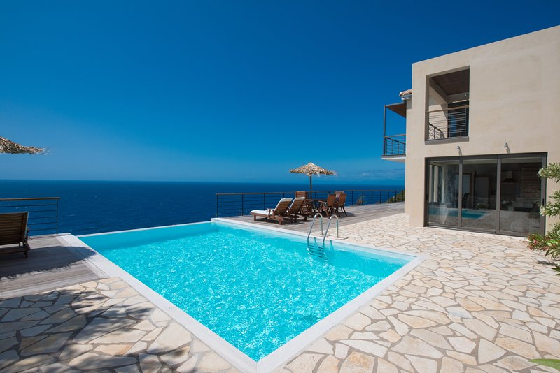 Beachfront modern villas with  private pool and breathtaking view, holiday rental in Exanthia