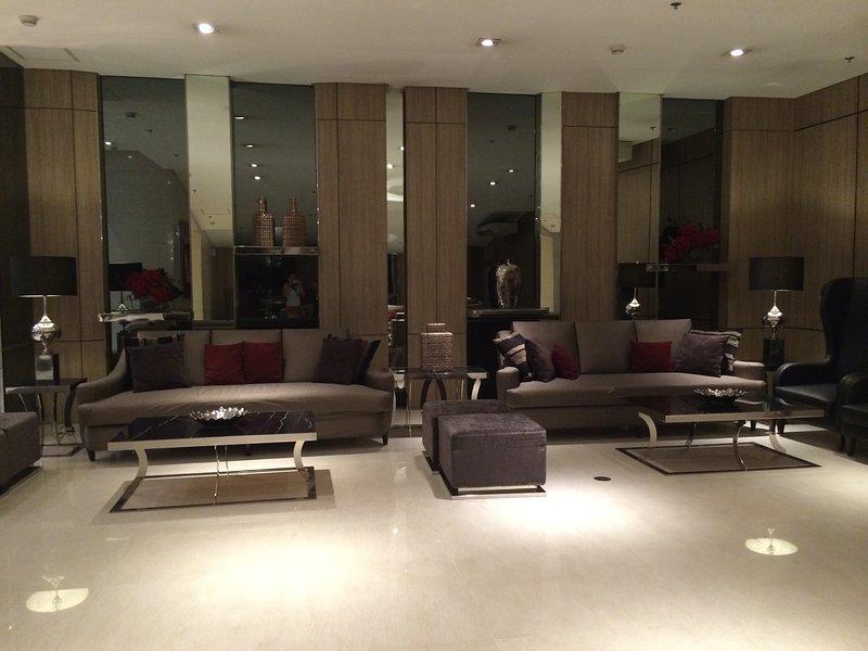 High Floor Studio Luxe Condo Unit, holiday rental in San Juan